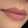 Kép 2/3 - 423 Nude Kisses - Luxus Matt, folyékony ajakrúzs